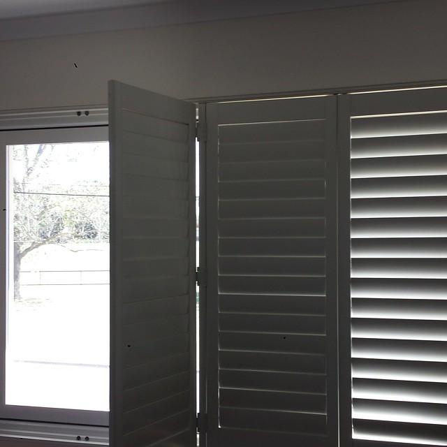 Installation basswood plantation shutters