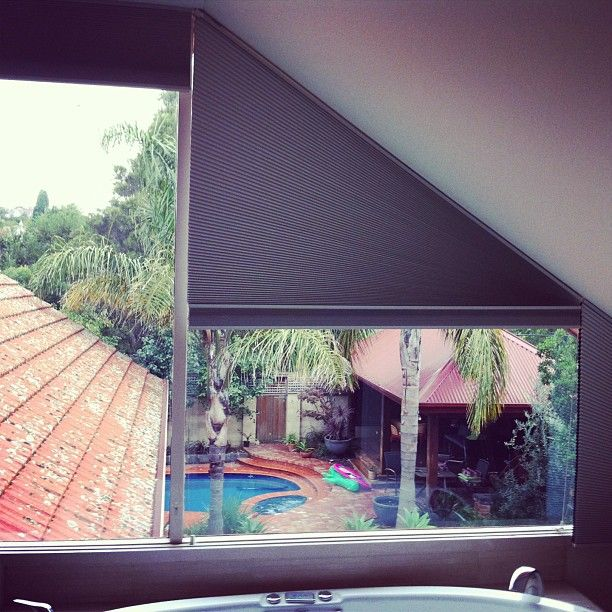 Honeycombs blinds for triangle windows